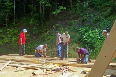 08 08-30 Konnarock, VA - Men from Riverside Baptist Church in Chilhowie, VA fabricating walls for Pennington house. wb