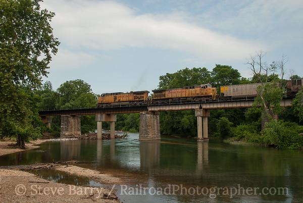 Union Pacific (on KCS) Ginger Blue, Missouri June 15, 2014