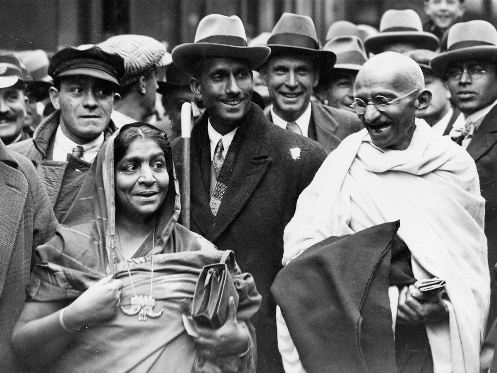 . Indian political and spiritual leader Mahatma Gandhi (Mohandas Karamchand Gandhi, 1869 - 1948) at Boulogne station with Mrs Sarojini Naidu, on the way to England to attend the Round Table Conference as the representative of the Indian Nationals.    (Photo by Douglas Miller/Getty Images)