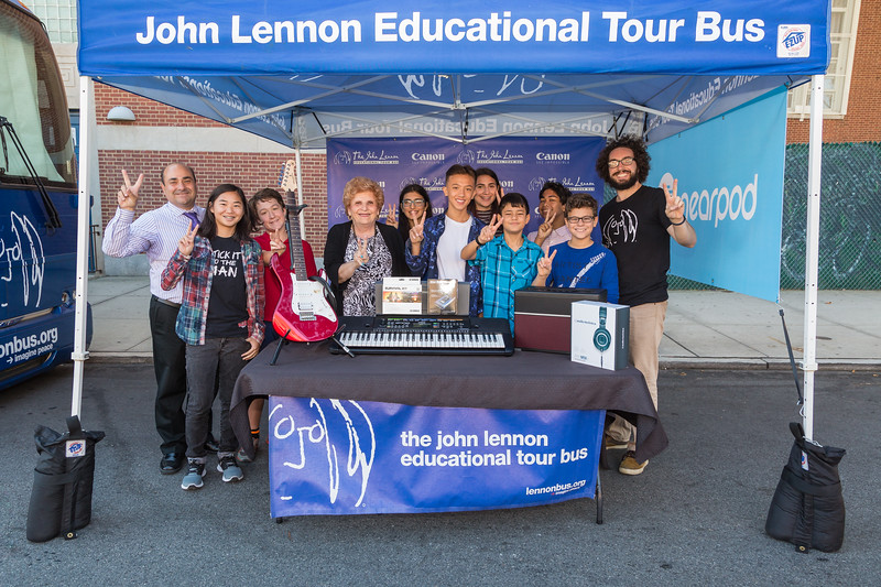 2017_09_28, JHS 157, NY, Rego Park, Students, Gabe Smith, peace signs, Canon, nearpod, giveaways, nearpod, bus exterior, Karen Koslowitz, Vincent Suraci, audio technica, Yamaha, line 6, OWC