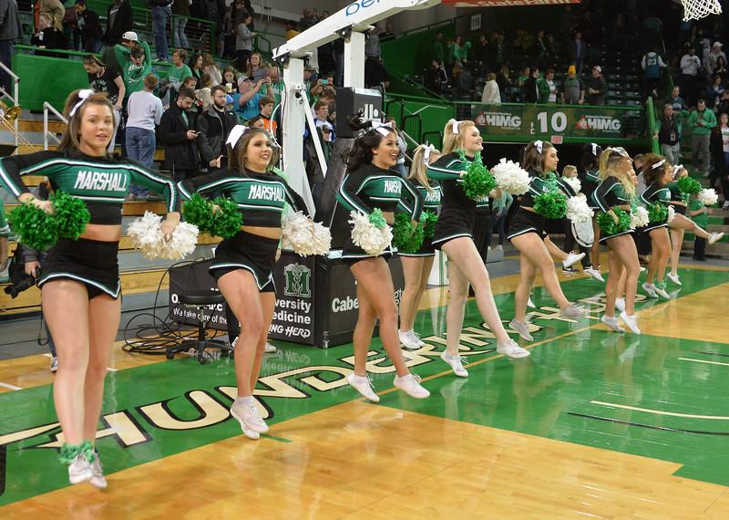 cheerleaders1339.jpg