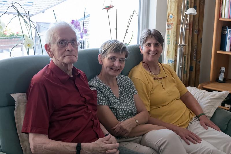 Nach einem kurzen Abstecher zum Haus in Hannover sind wir nach Siegen gefahren, um Helgas Familie zu sehen. Als wir ankamen waren Helgas Eltern und ihr Bruder Richard bei Mechtild zum Kuchenessen.