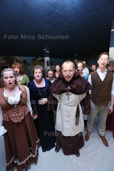 jaarlijks terugkerende evenement Zoete Herinneringen. Op bijzondere plekken in de stad spelen acteurs van Storytellers een kleine theatervoorstelling. Een van de locaties dit jaar is (een bijzaaltjevan) de Dutch Innovation Factory - ZOETERMEER 26 APRIL 2015 - FOTO NICO SCHOUTEN