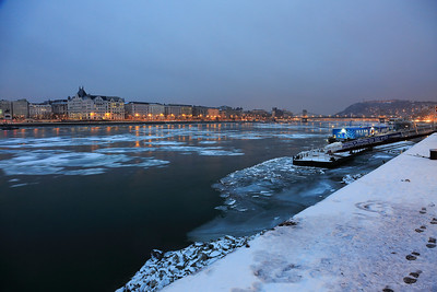 Icy Dawn on Danube — Jeges hajnal a Dunán