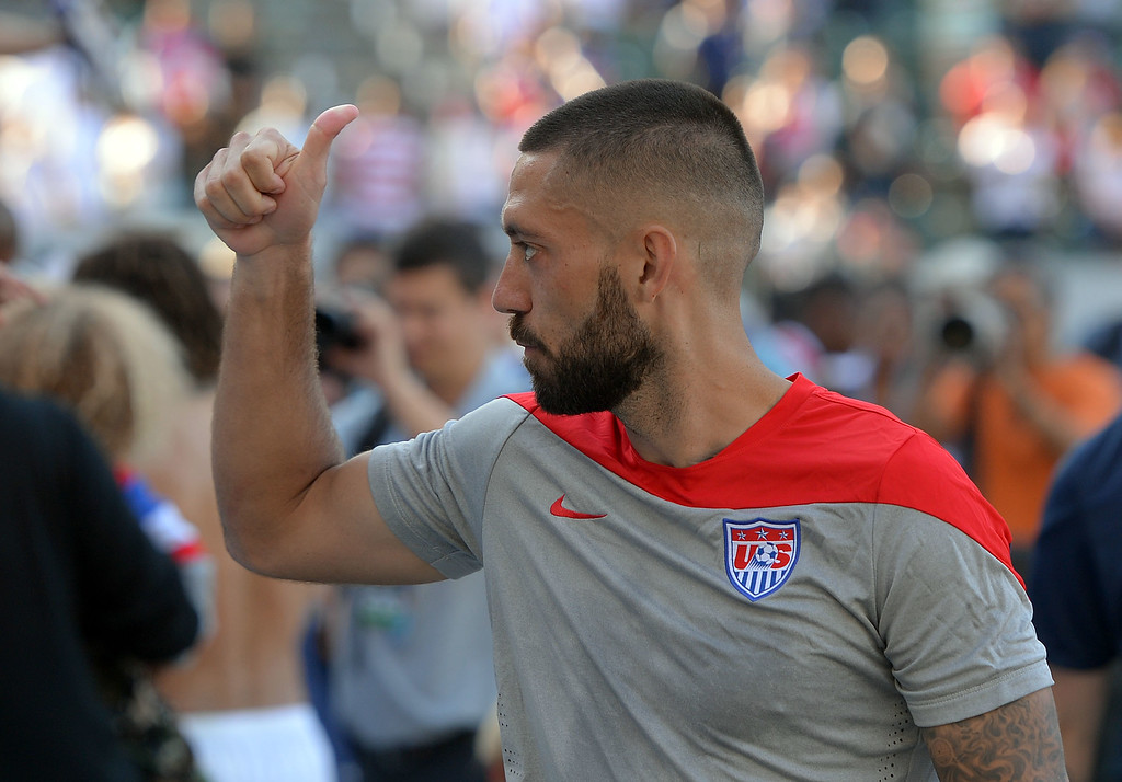 . USA team captain Clint Dempsey gives a thumbs up to the crowd as he leaves the field at the StubHub Center in Carson, CA on Sunday, February 8, 2015. US men\'s national team beat Panama 2-0 in an international friendly soccer match. 2nd half. (Photo by Scott Varley, Daily Breeze)