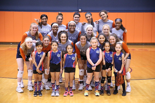 UTSA Volleyball Photo Op with Fans