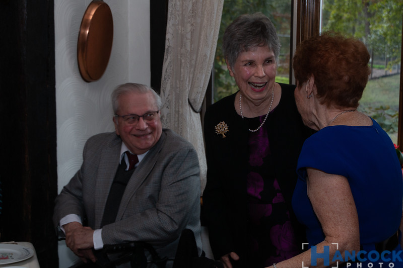Bill and Beth von Holle 50th-132.jpg