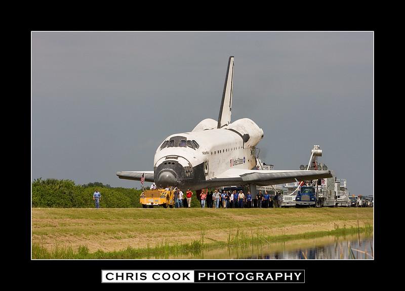 STS-135-landing-32.jpg