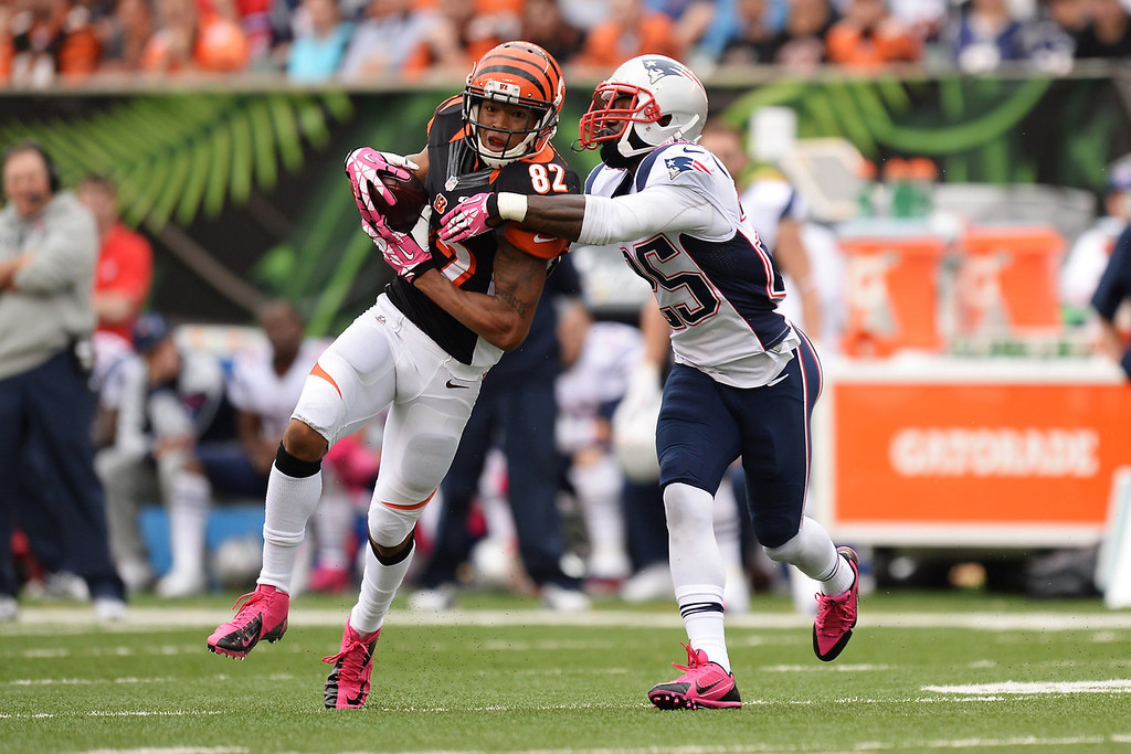 . Marvin Jones #82 of the Cincinnati Bengals catches a pass near midfield in the second quarter as Kyle Arrington #25 of the New England Patriots defends at Paul Brown Stadium on October 6, 2013 in Cincinnati, Ohio.  (Photo by Jamie Sabau/Getty Images)