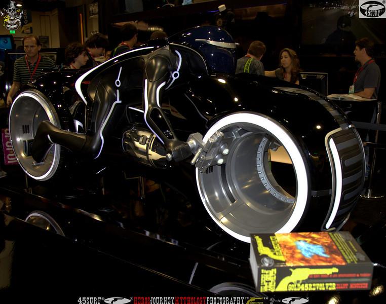 comic con gold 45 revolver the legend of the gold 45 revolver 402,..,.,..jpg