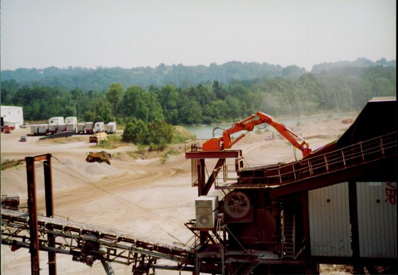 NPK B600 pedestal boom system-breaking bridged rock in quarry (Zanesville) 08-08-01 (6).JPG