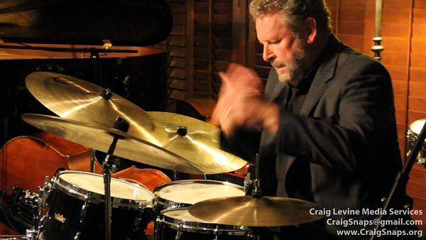 Jeff Hamilton LONG VERSION drumming without sticks!!
