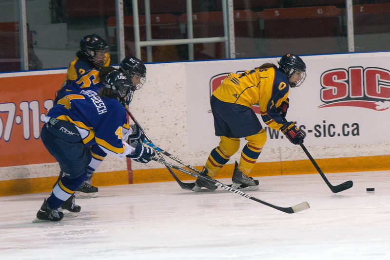 20130310 QWHockeyvsUBC 590.jpg