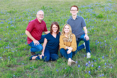 Family in the Bluebonnets 20200410