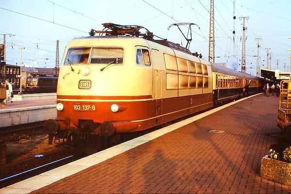 103 137, Dortmund Hbf, 23rd February 1990.