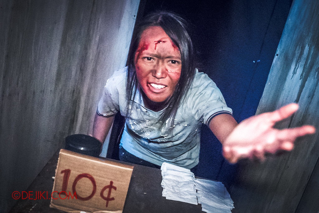 Halloween Horror Nights 6 - Hawker Centre Massacre / Toilet woman