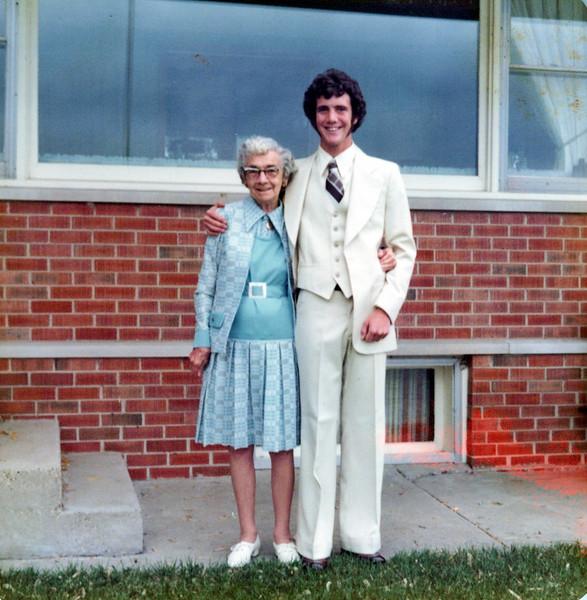 1975 Nellie Mudge and Kris Konyha.jpeg