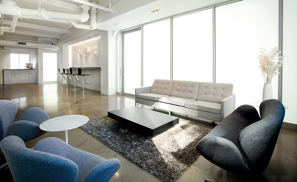 PENTHOUSE 4200 SQFT  22; CEILING 45X25 SKYLIGHT w/black out shades  lounge and coffee bar private bathroom  http://www.go-studios.com/penthouseStudio.php