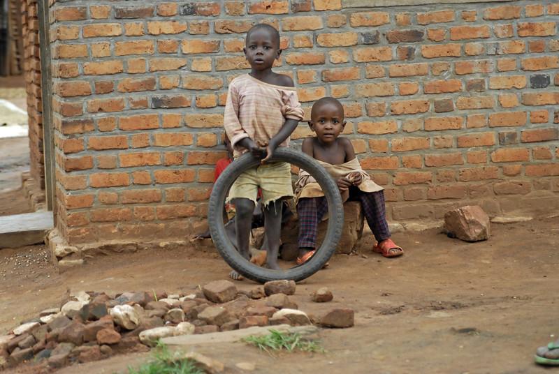 070112 3947 Burundi - on the road to Bubanza _E _L ~E ~L.JPG