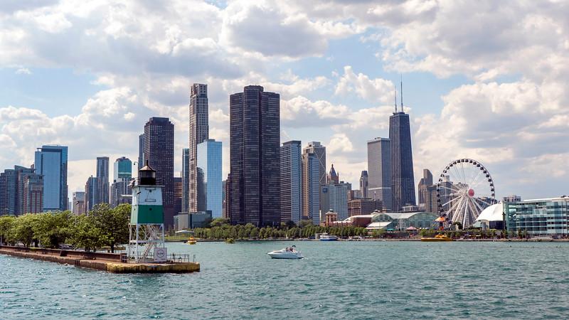 Chicago-FerrytoNavyPier05.jpg