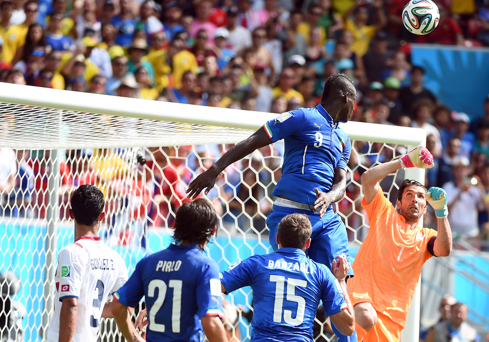 . Italy\'s goalkeeper Gianluigi Buffon (R) defends his goal during a Group D match between Italy and Costa Rica at the Pernambuco Arena in Recife during the 2014 FIFA World Cup on June 20, 2014.  (EMMANUEL DUNAND/AFP/Getty Images)