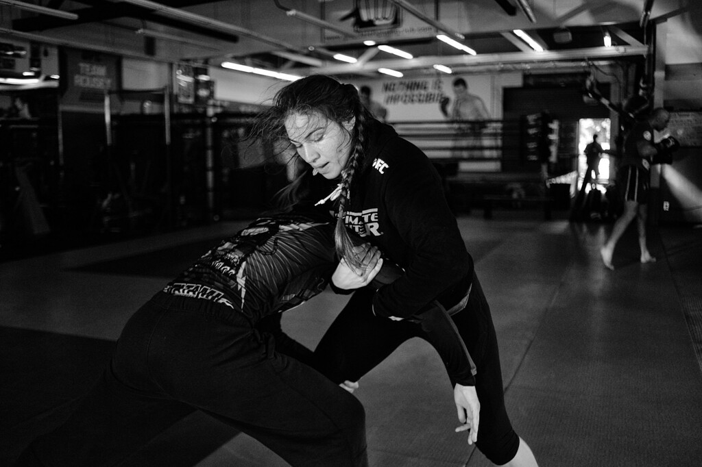 . Marina Shafir and Jessamyn Duke work on their wrestling at the Glendale Fighting Club in Glendale. (Photo by Hans Gutknecht/Los Angeles Daily News)