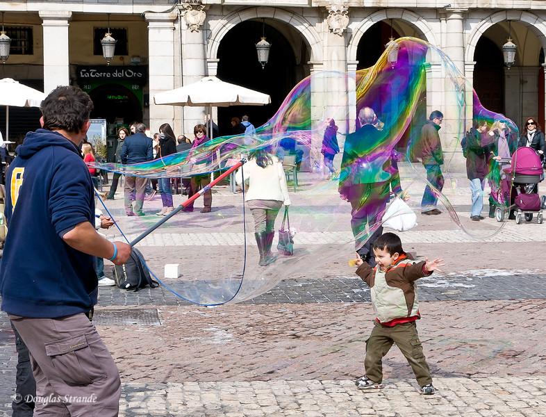 Sat 3/05 in Madrid: Giant Soap Bubbles in Plaza Mayor