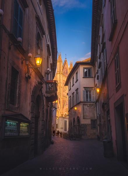 Orvieto-alley-sunset.jpg
