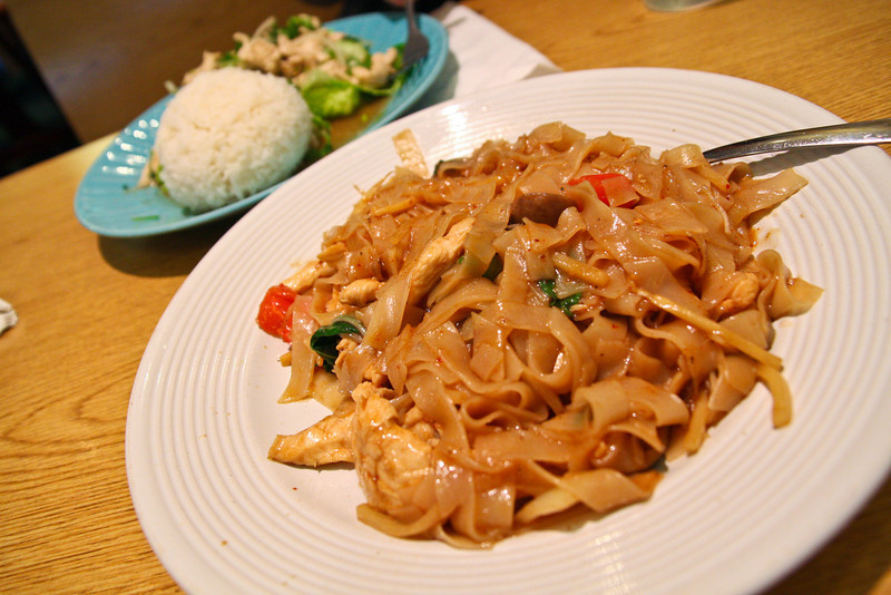 02/10/2012 - Drunken Noodles with Chicken from Thai Papaya
