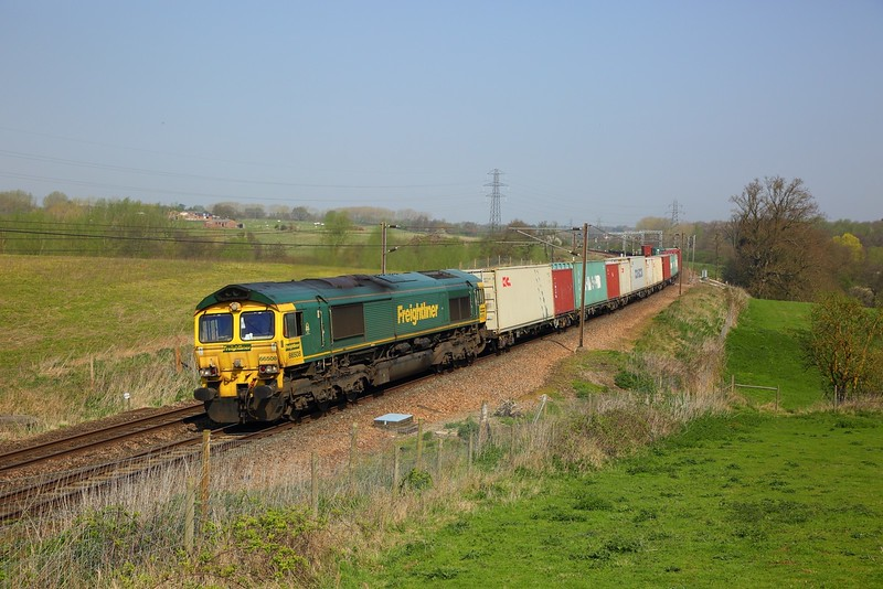 66508 on the 4M88 Felixstowe to Trafford Park at Brantham on the 20th April 2018.JPG