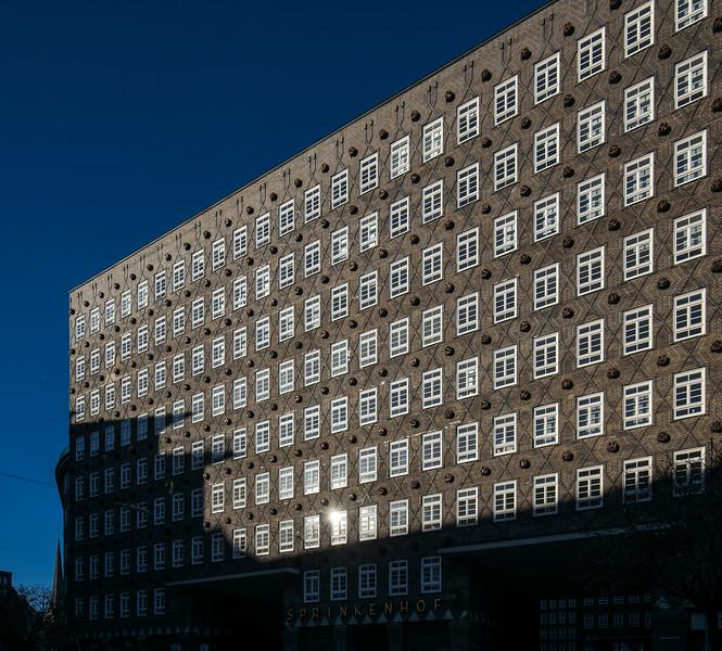 Sprinkenhof Architekturaufnahme mit blauem Himmel