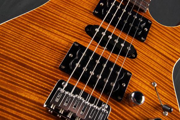 Bent Top, Violin Amber, HSH Pickups
