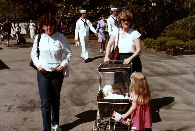 1984_Spring_Apopka_visitors_#2_0007_a.jpg