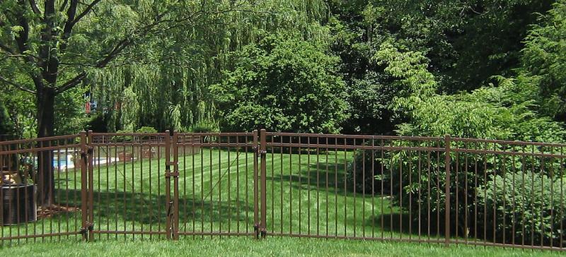 185 - Bronze Metal Fence