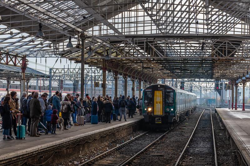 350372 - Crowds at Crewe