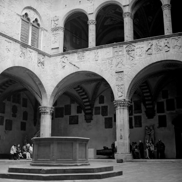 Art in Florence  6:Italy beyond 70mm. Photographs taken on 80mm (Medium format film)