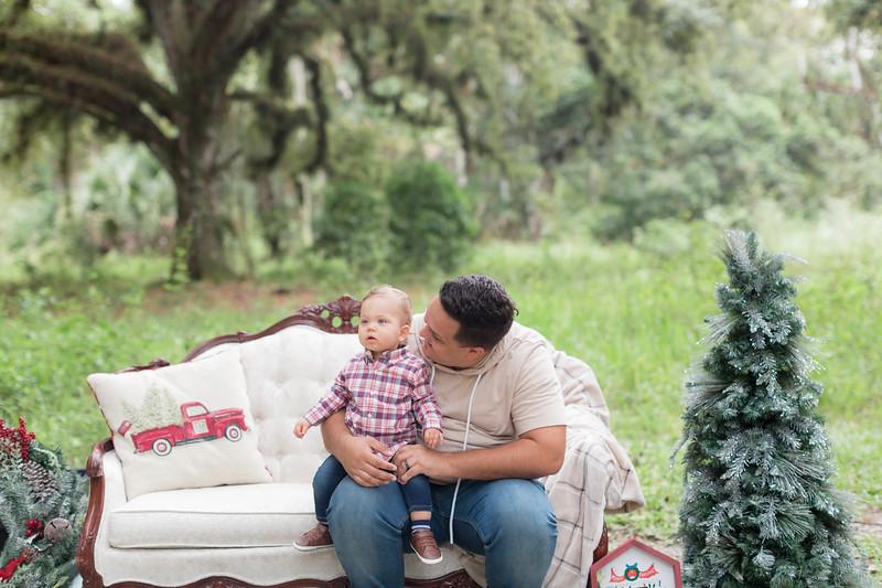 Holiday Minis- Acosta Family-13.jpg