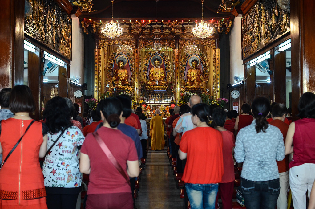 . Chinese Filipinos pray at the Seng Guan Temple in the Chinese district of Binondo on January 31, 2014 in Manila, Philippines.   (Photo by Dondi Tawatao/Getty Images)