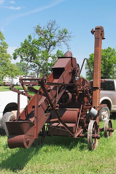 Advance-Rumely 1926 No. 6 corn sheller rear.JPG