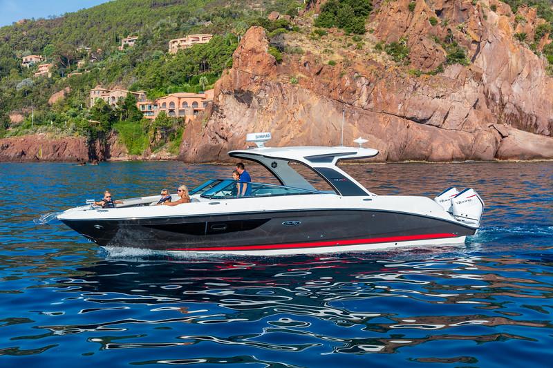 2020-SLX-R-350-Outboard-Lifestyle-1.jpg