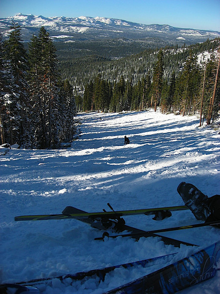 """Katy decided to take me on moguls for my first Black Diamond. Thanks to my skis being on """"beginner"""" I lost both ski's about 30 times on the attempt down. Every time I went to turn I snapped out of the skis :'("""