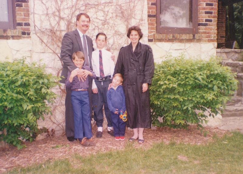 Jane, Nick, Zach, Andrew & Jacob Hiller 1992.jpg