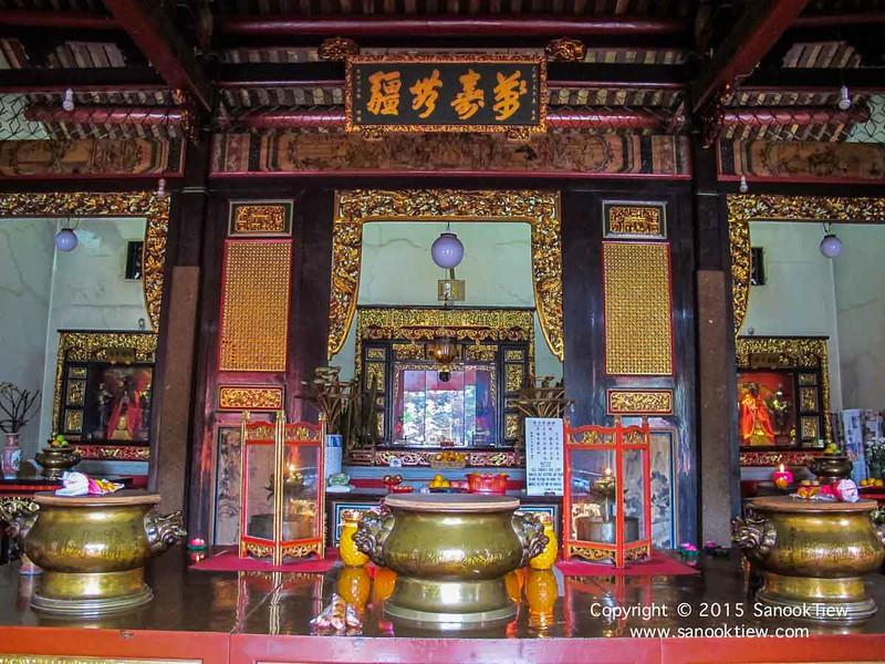ภายในวัดงูปีนัง สไตล์จีนๆ ที่ดูศักดิ์สิทธิ์ดี