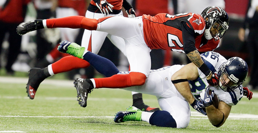 . Seattle Seahawks tight end Zach Miller (86) makes the catch against Atlanta Falcons free safety Thomas DeCoud (28) during the first half of an NFC divisional playoff NFL football game Sunday, Jan. 13, 2013, in Atlanta. (AP Photo/David Goldman)