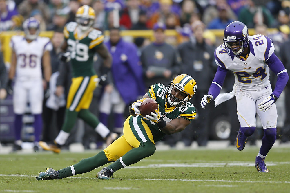 . Greg Jennings #85 of the Green Bay Packers catches a pass for a first down against the Minnesota Vikings during the game at Lambeau Field on December 2, 2012 in Green Bay, Wisconsin. The Packers won 23-14. (Photo by Joe Robbins/Getty Images)