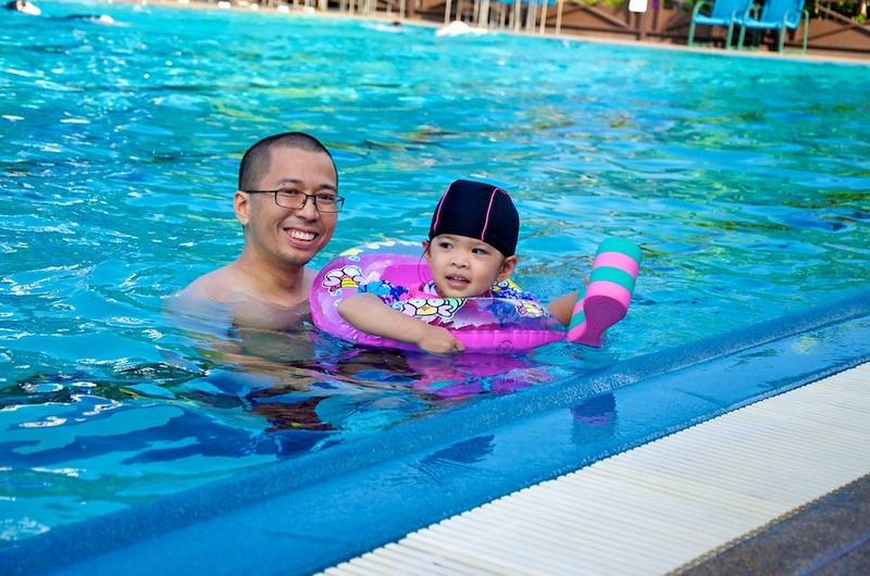 Taking a break. Managed to swim a lap using her own kicking power.