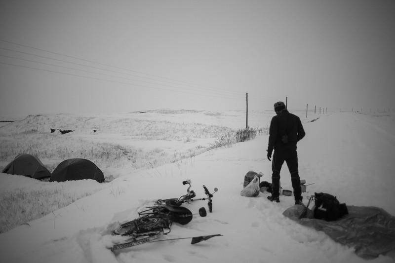 Wild camping in the snow, Between Tajikistan and kirgyzstan