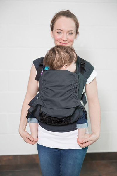 Izmi_Accessories_Lifestyle_Pocket_And_Hood_Midnight_Blue_Front_Carry_Mum_And_Toddler.jpg