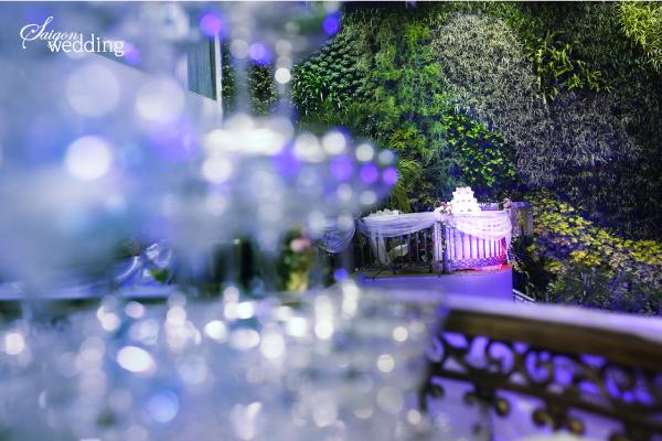 Tiệc cưới lãng mạn tại khu vườn ngoài trời trong xanh 9
