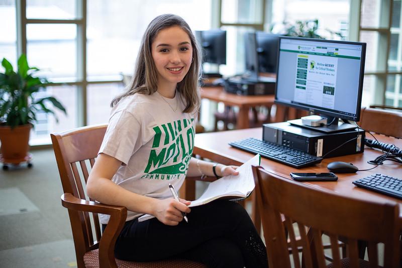 Viktoria Studying Finals-5105.jpg